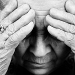 高齢者は睡眠薬の副作用で認知症になる?対策方法も紹介